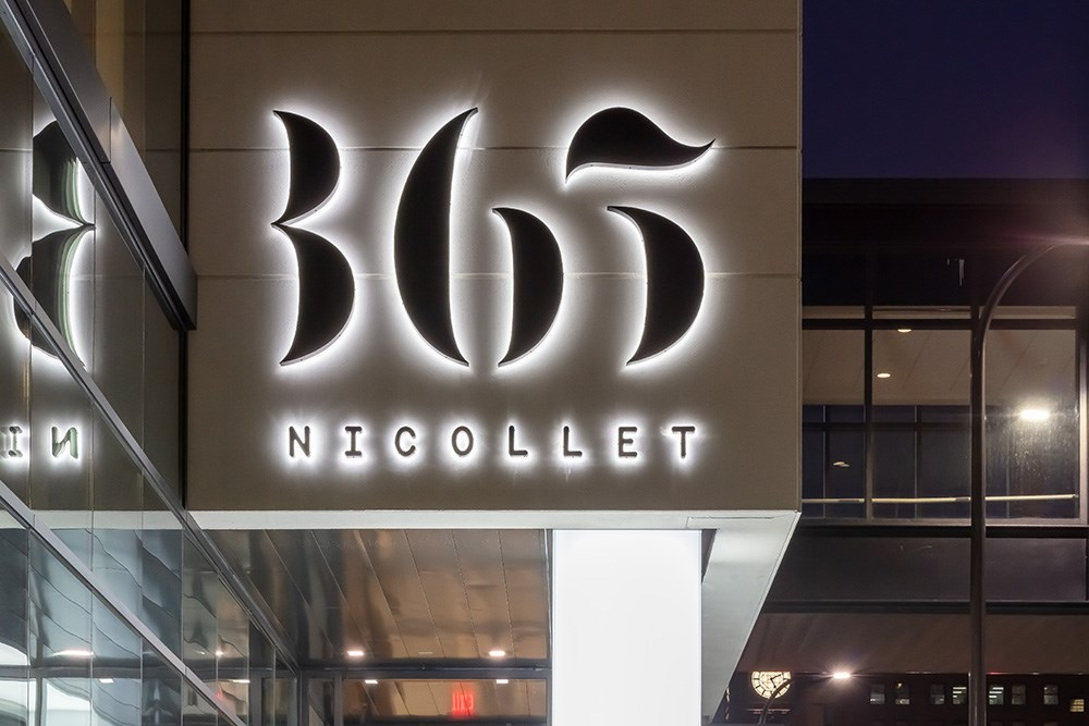 365 Nicollet in the heart of downtown Minneapolis features 370 luxury apartment suites, distinctive architecture inside and out and high-end amenities.