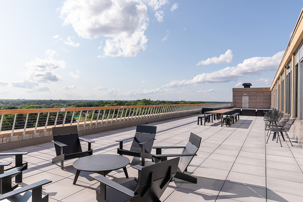 Tenant penthouse patio at 3701 Wayzata Blvd office in Minneapolis
