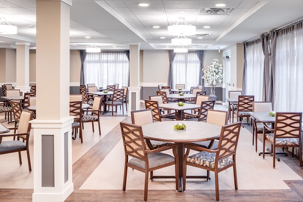 dining room of Orchards of Minnetonka senior living facility in Minnesota