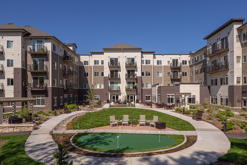 outdoor amenities of Orchards of Minnetonka senior living facility in Minnesota