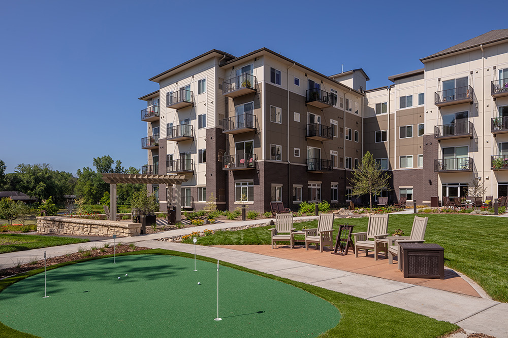putting green of Orchards of Minnetonka senior living facility in Minnesota