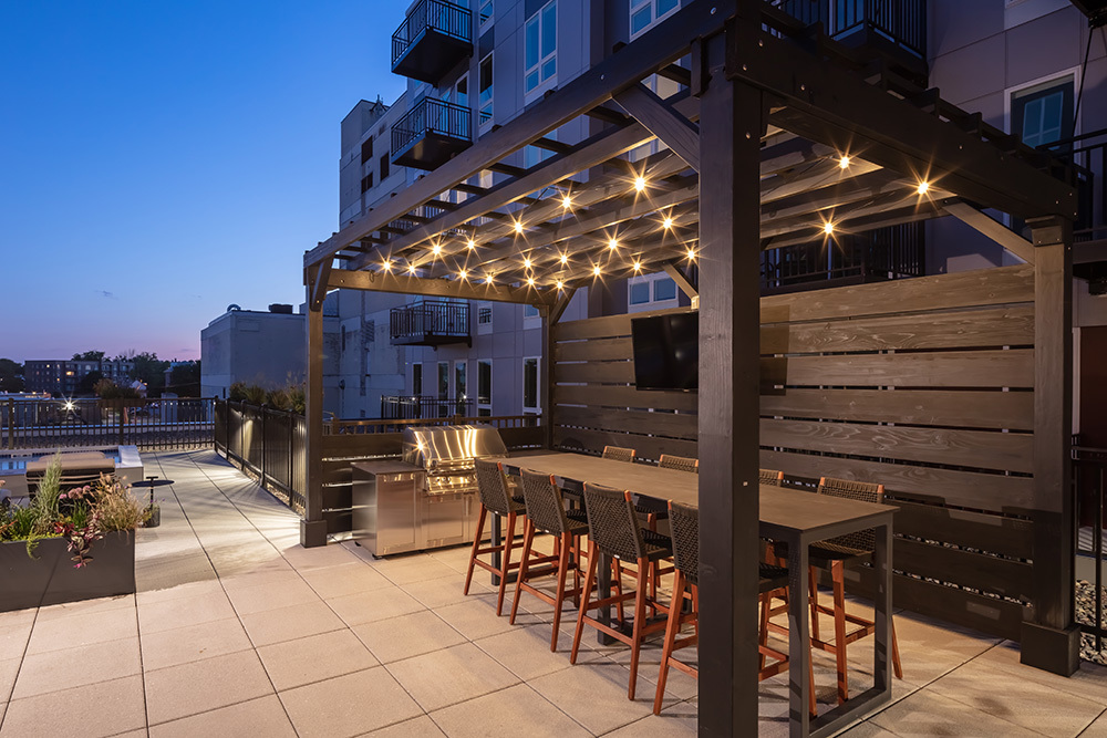 amenity outdoor patio lounge of Ellison Luxury Apartments in Illinois