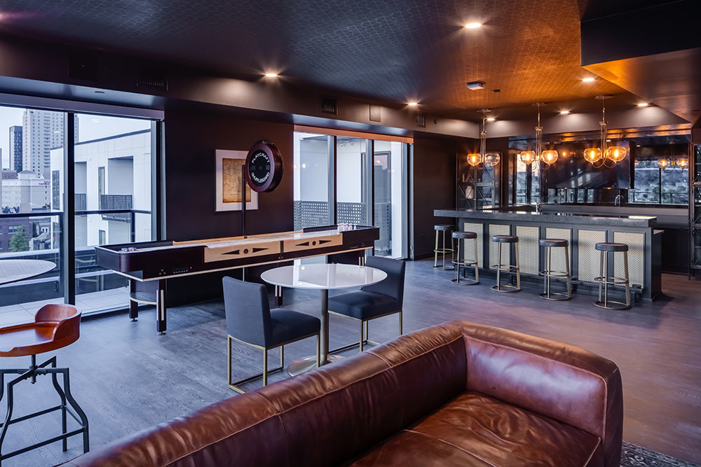 The Maven on Broadway Multifamily amenity clubroom