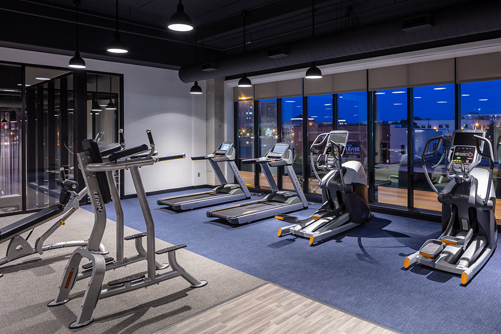 The Maven on Broadway Multifamily amenity fitness center