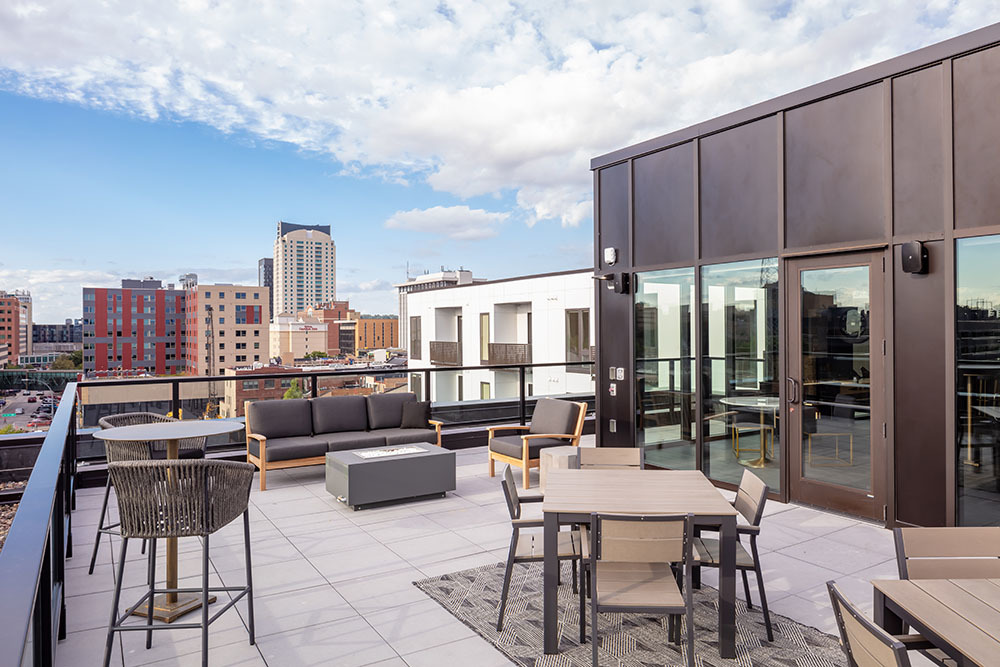 The Maven on Broadway Multifamily amenity outdoor patio