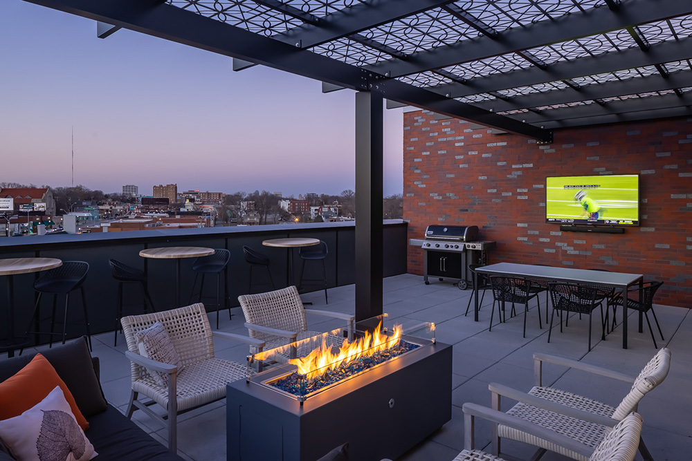 Westley on Broadway Apartment Outdoor Amenity Deck